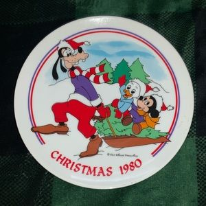 "Disney 1980 Christmas ""Sleigh Ride"" Plate"